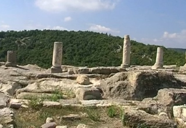 Part of the Roman Era colonnade in front of the largest building in the acropolis of Perperikon has survived. Photo: BNT
