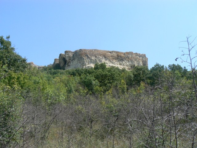 The high rock plateau near Avren, west of Varna, where the Petrich Kale Fortress once stood, and where Bulgarian archaeologists are excavating its ruins today. Photo: Avren Municipality