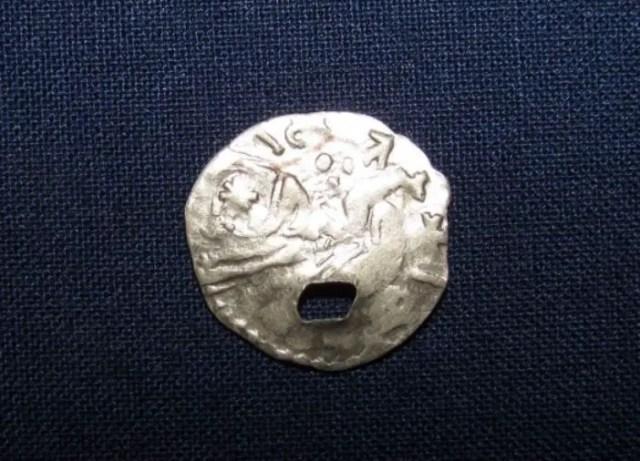 The back side of the silver coin of Wallachian Voivode Mircea the Elder shows a Christian saint or a horseman. Photo: Darik Shumen