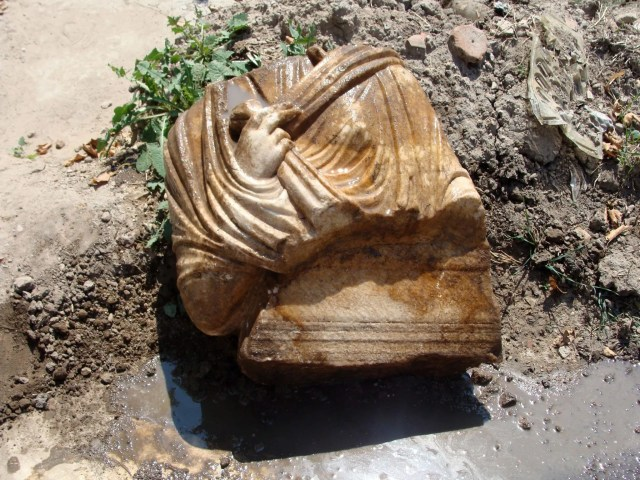 The second of the two marble Roman statues found at the Ancient Forum in Bulgaria's Plovdiv is a female bust on a pedestal. Photo: Plovdiv24