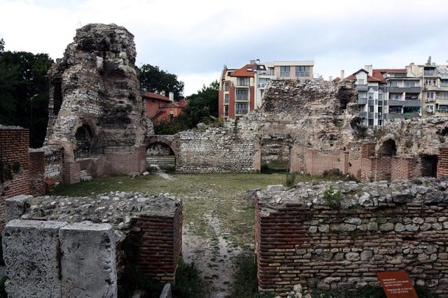 The ruins of the 2nd AD Large Roman Thermae of Ancient Odessos (Odessus) in Bulgaria's Black Sea city of Varna. Photo: Edal, Wikipedia