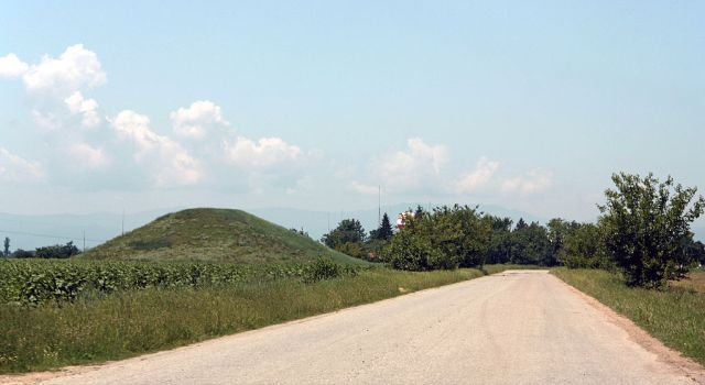 Ancient Thracian burial mounds potentially hiding marvelous treasures are a common sight in much of Bulgaria. Photo: Edal Anton Lefterov, Wikipedia