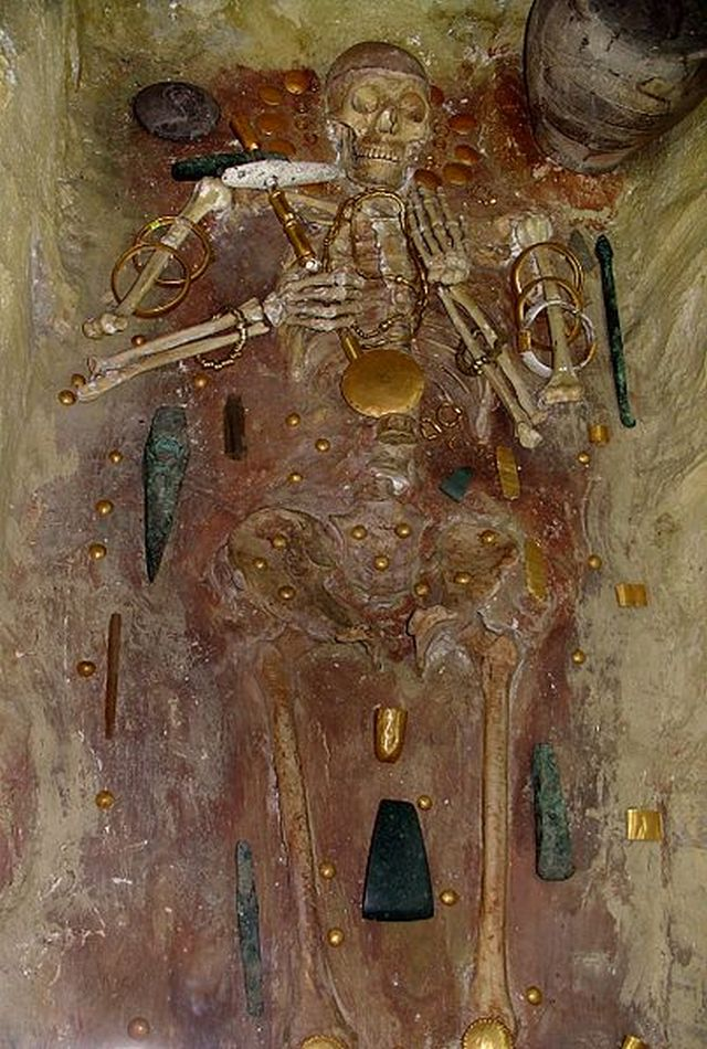 A recreation of the skeleton discovered in Grave No. 43 in the Varna Chalcolithic Necropolis together with the numerous gold artifacts dating to the middle of the 5th millenium BC - the old processed gold in the world, as displayed in the Varna Museum of Archaeology in Varna, Bulgaria. Photo: Yelkrokoyade, Wikipedia