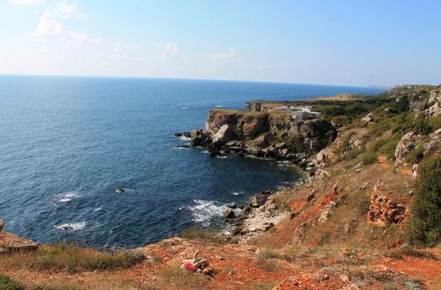 A view from the Black Sea coast of the Yailata Archaeological Preserve in Northeast Bulgaria, with the partly restored Early Byzantine fortress Yailata visible in the background. Photo: Kavarna Municipality