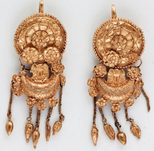 The elaborate gold earrings of the Thracian princess found in the Mogilanska Mound treasure. Photo: Bulgaria's Ministry of Culture
