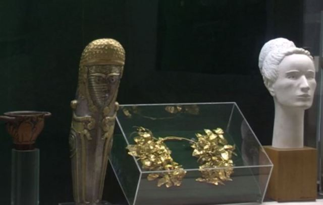 The gold-plated silver greave (knee-piece) from the Mogilanska Mound Treasure features a depiction of the Mother Goddess. Photo: TV grab from BNT 2