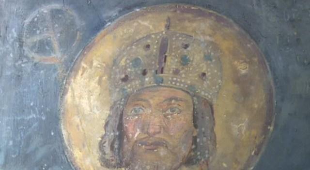 The 1259 AD murals of Tsar Konstantin Asen Tih (r. 1257-1277 AD) and his wife, Tsaritsa (Empress) Irina in the Boyana Church in Sofia show the crowns worn by the Bulgarian imperial couple that the replicas commissioned by the National Museum of History will be modeled after. Photos: TV grabs from News7