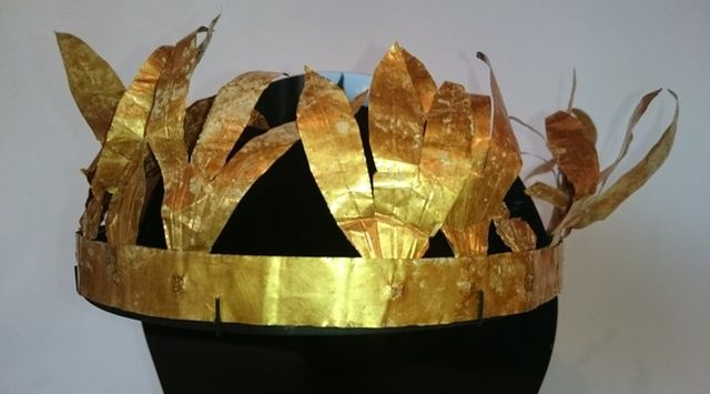 This gold Ancient Thracian laurel wreath was dug up by treasure hunters somewhere in Southern Bulgaria, and then smuggled abroad. It has now been bought by a Bulgarian collector at a US auction house, and turned in to Bulgaria's National Museum of History in Sofia. It dates either to the 1st century BC, or it goes back to the time of Ancient Troy and the Trojan War. Photo: National Museum of History