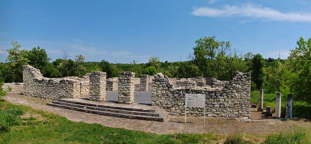 A view of the ruins of the Early Christian and Late Roman basilica in the Storgosia Fortress near Bulgaria's Pleven - which seems to have been the second largest church in the medieval Bulgarian Empire (read more in the Background Infonotes at the end of the article). Photo: Todor Bozhinov, Wikipedia