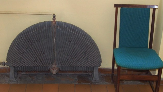 The 120-year-old heaters in the Varna Museum of Archaeology can pass for historical museum artifacts. Photos: BGNES