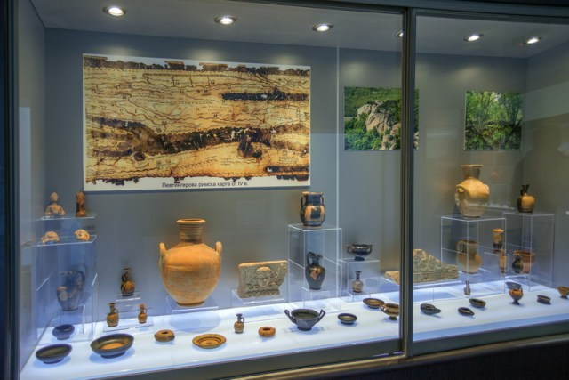 Archaeological artifacts from the newly discovered Ancient Thracian fortress Pharmakida have been showcases as part of the permanent collection of the Museum of History in the Bulgarian Black Sea town Primorsko. Photo: Primorsko Museum of History