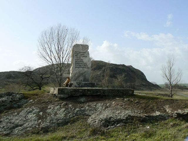 The Monument of the Battle of Rusocastro located near the ruins of the medieval city and fortress in Southeast Bulgaria. Photo: Spiritia, Wikipedia