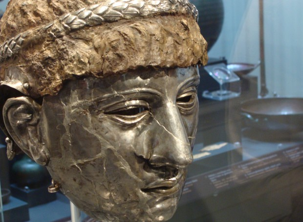 The Ancient Thracian-Roman mask helmet has made it home to the display of the Plovdiv Museum of Archaeology from where it was stolen in a brazen targeted robbery 21 years ago. Photo: Plovdiv24