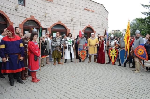 Different groups of reenactors pose together at the Medieval Festival in Mezdra. Photo: Avitohol Association (Facebook Page)