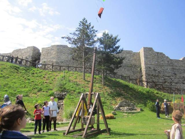 A trebuchet firing water balloons at the walls of the Kaleto Fortress during the festival. Photo: Europe and the World Facebook Page
