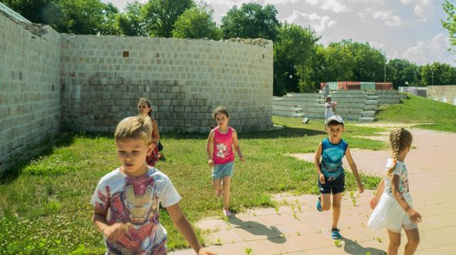 Children running during a treasure hunt in ancient Abritus organized as part of the festival. Photo: Razgrad Regional Museum of History Facebook Page