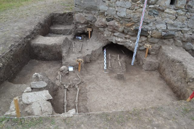 Several graves of medieval Bulgarian aristocrats from the House of Shishman (r. 1331-1395) have been discovered at & under the foundations of the stone church St. George near the town of Botevgrad. Photo: National Museum of History