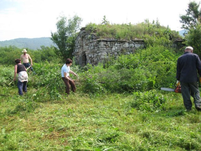 This is what the old stone church St. George near Trudovets looked like before it was cleaned up by volunteers in 2013. Photo: Trudovets website