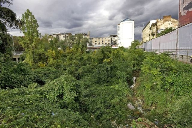 This is what the site of the Western Gate of ancient Serdica looked like after years of neglect before it was cleaned up by volunteers in 2011. Photo: Magazine 8 / PRNew