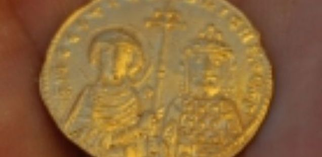 Archaeologists Find Perfectly Preserved Gold Coin of Byzantine Emperor Nicephorus II Phocas in Bulgarian Black Sea Resort Balchik