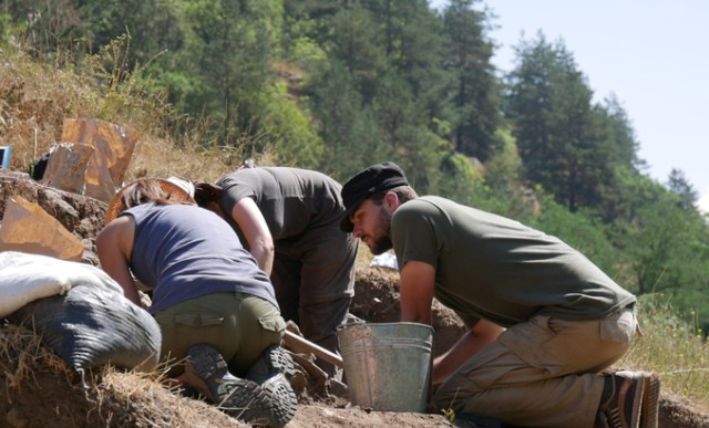 Students from Bulgaria, Germany, the USA, the UK, and Australia have participated in the 2016 excavations of the Bresto Bronze Age Settlement in Southwest Bulgaria largely thanks to the Field School of the Balkan Heritage Foundation. Photos: New Bulgarian University
