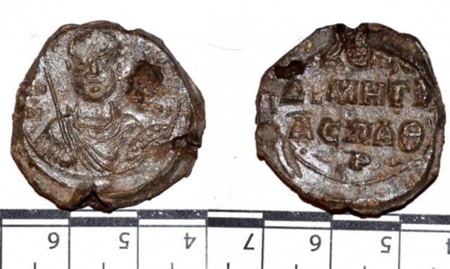 This lead seal of a Byzantine general or administrative district governor has been discovered in the 2016 excavations of the Lyutitsa Fortress near Bulgaria's Ivaylovgrad. Photo: National Museum of History