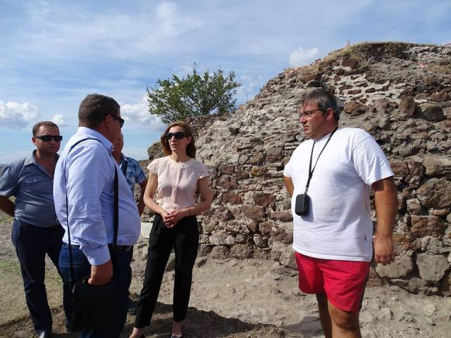 Bulgaria's Tourism Minister Nikolina Angelkova (middle) with Burgas Reigonal Museum of History Director Milen Nikolov (right) during her visit to the Rusocastro Fortress. Photo: Burgas Regional Museum of History