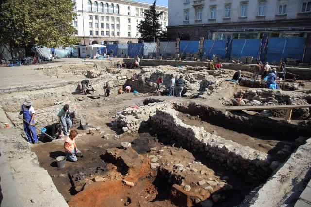 The excavations of a large monumental Roman building on the St. Nedelya Square in downtown Sofia, with the Bulgarian government buildings known as the Sofia Largo visible in the background. Photo: Geo Kalev / Sofia Mayor Facebook Page
