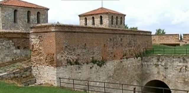 A closer look exposes damages to the walls of the Baba Vida Fortress in Vidin. Photos: TV grabs from the Bulgarian National Television