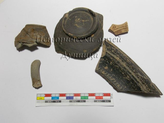 Pottery and mural fragments discovered during the latest excavations of the Early Christian basilica near Cherven Breg in Southwest Bulgaria. Photos: Dupnitsa Museum of History