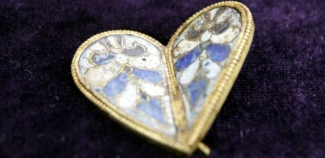 10th Century Golden Heart Jewel Worn by Bulgarian Empress Discovered in Medieval Capital Veliki Preslav