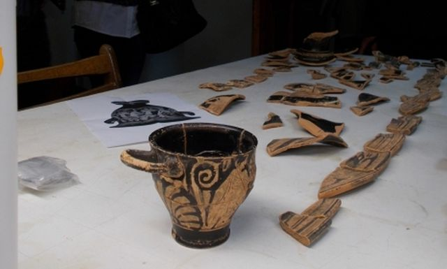 An krater (in fragments) and a better preserved ancient funeral vessel have been brought to the History Museum in Dobrich, Northeast Bulgaria. Photo: Top Novini Dobrich