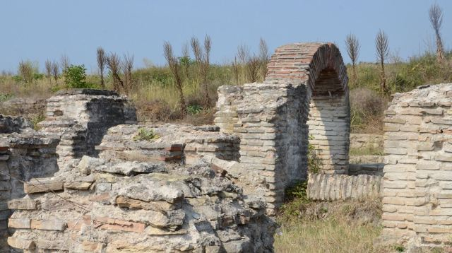 A small part of the ruins of ancient Ratiaria was excavated in the 1980s by a Bulgarian-Italian team, and has been excavated further by Bulgarian archaeologists since 2013. Photo: Radio Vidin