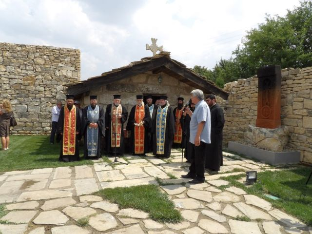 The ceremony marking the 1,100th year since the dormition of St. Kliment Ohridski in the Yard of the Cyrillic Alphabet in Bulgaria's Pliska. Photo: Targovishte District Administration