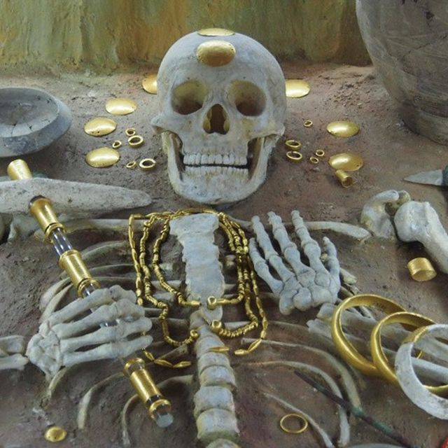 The prehistoric gold treasure was discovered by chance back in 1972 in graves of what has become known as the Varna Chalcolithic Necropolis in Bulgaria's Black Sea city. Photo: BGNES