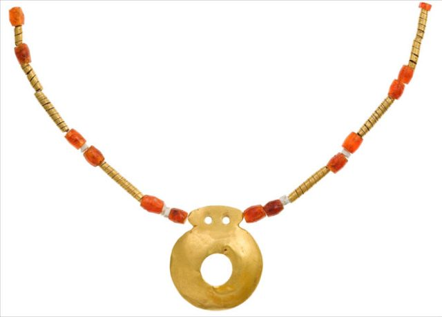 Necklace with a gold amulet and 26 beads of gold and minerals, mid 5th millennium BC, from grave 97 of the Varna necropolis. Photo: Varna Museum of Archaeology