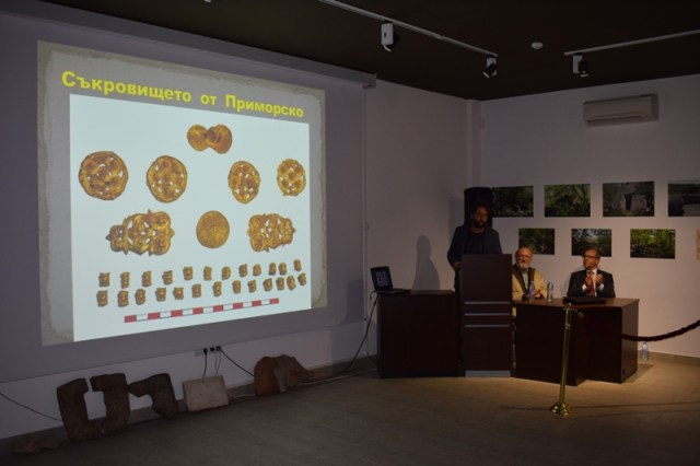 The public presentation of the newly fund Ancient Thracian gold treasure in the Primorsko Museum of History in October 2016. Photo: Primorsko Municipality