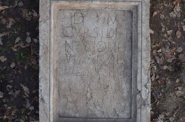 The inscription on the gravestone is the most detailed source of written information about the site of the Roman ceramics production center in Pavlikeni discovered to date. Photo: Archaeologist Kalin Chakarov