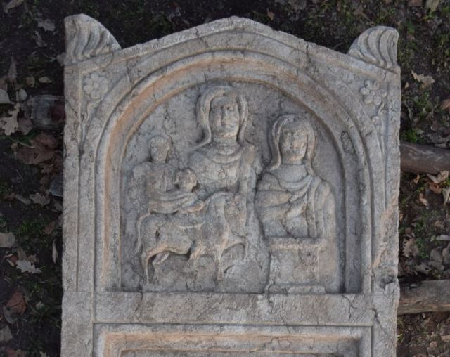 The newly discovered Ancient Roman gravestone weights some 2 metric tons, and features a relief of the Thracian Horseman (Heros), the supreme deity of the Ancient Thracians. Photo: Archaeologist Kalin Chakarov