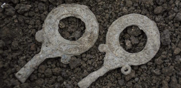 Archaeologist Discovers Ancient Mirrors in Roman Villa Estate with Ceramics Factory in Bulgaria's Pavlikeni