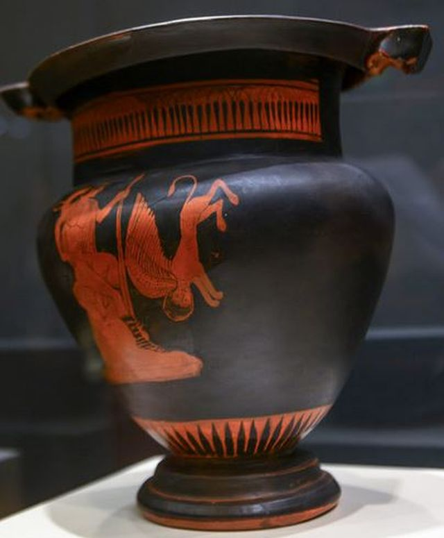 Archaeologists Find 6th Century Bc Home Red Figure Pottery Krater