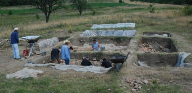 Archaeologists Find 6,500-Year-Old Skeleton in Chalcolithic Settlement near Bulgaria's Suvorovo