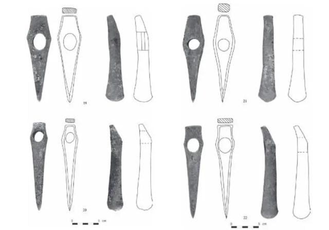 Dibujo de hachas y hachas con cabeza de martillo localizadas en el depósito de Polkovnik Taslakovo (Bulgaria). Foto: Archaeologia Bulgarica journal