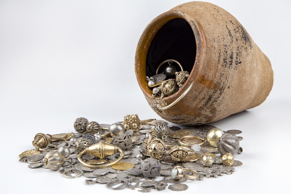 14th Century Tatar Plunder Treasure Pot Shown for the First Time in 2018 Archaeological Discoveries Exhibition