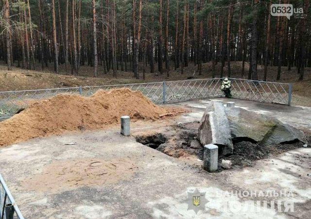 Vandals Tear Down Monument of Khan Kubrat, Founder of 7th Century Old Great Bulgaria, in Today's Ukraine