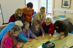 DEERNESS,ORKNEY,SCOTLAND.SHETLAND AMENITY TRUST PLACE NAMES OFFICER MRS EILEEN BROOKE-FREEMAN INTRUCTS LOCAL HISTORY GROUP ABOUT STTTING UP PLACENAMES RECORDING PROJECT.