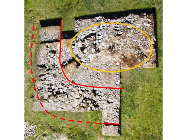 Trench J in 2008 - red shows GWB and yellow, Structure 5