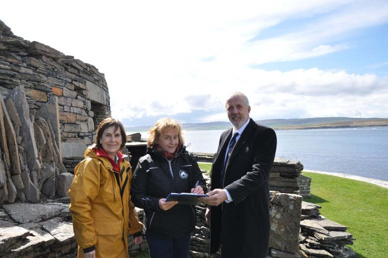 Signing the Memorandum of Understanding. at Midhowe Broch. Prof Jane Downes (UHI), Professor Eszter Banffy (DAI), OIC Convener Harvey Johnston
