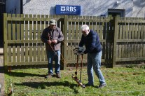 Training volunteers in the use of geophysics