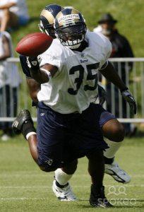 John David Washington catching a pass at Rams training camp in 2006.